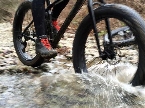 mountain bike winter shoes review giro alpineduro winter cycling boots updated