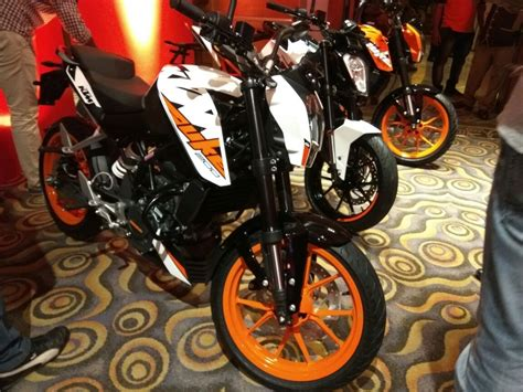 Ktm Duke 200 White And Black Ktm Duke 200 Black And White Colour