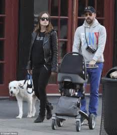 olivia wilde coffee run with paco 04 view image olivia wilde p 225 gina 185 vogue