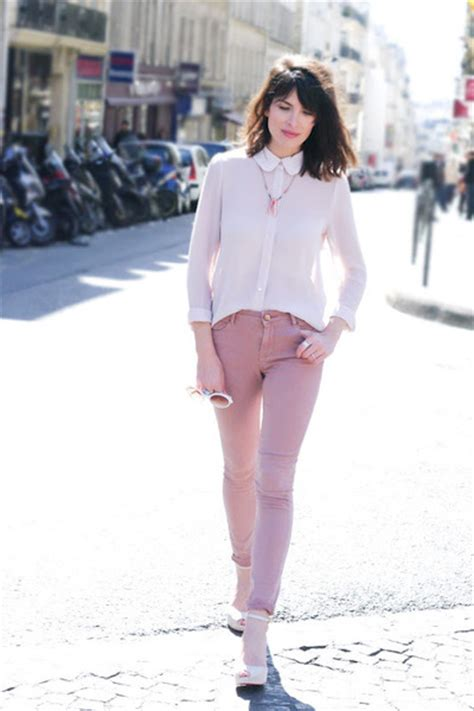 what to wear with light pink jeans pink topshop jeans light pink queens wardrobe shirts