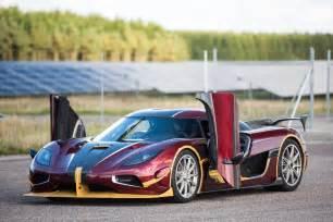 Koenigsegg And Bugatti Koenigsegg Agera Rs Smashes Bugatti Chiron S 0 400 0km H