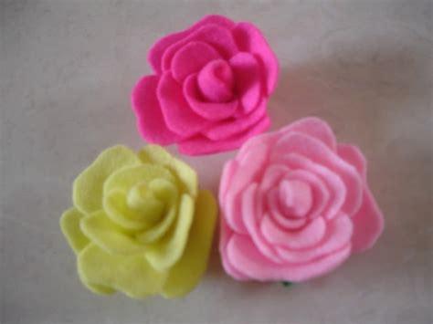 Gantungan Tas Bunga 3 Flower Gantungan Kunci ide craft tutorial bunga mawar flanel flower felt