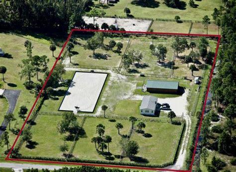 Best 25+ Horse farm layout ideas on Pinterest   Horse ... 1 Acre Horse Farm Layout
