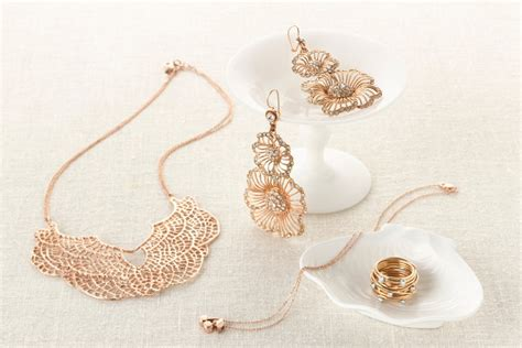 Wedding Accessories Website by Here Is How To Find Ideal Wedding Jewelry Jewelry Jealousy