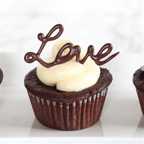 Chocolate Cupcake Decorations by Easy Chocolate Cupcake Decorating Handle The Heat