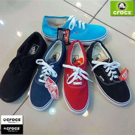 Sepatu Olahraga Merah Biru Wanita Cewek Cewe Pria Cowok Cowo Sekolah jual sepatu vans crocs cewek wanita anak sepatu sandal kaos hp gelang elegan keren baju