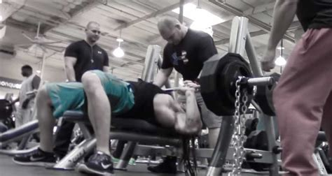 bench press motion bodybuilding bench press vs powerlifting bench press