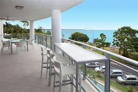 cairns appartments cairns accommodation self contained esplanade luxury holiday resort apartment