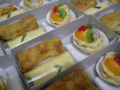 membuat makanan ringan snack dan kue makanan khas indonesia dan eropa snack box