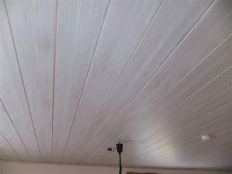 Holzdecke Lackieren Oder Lasieren by Decke Streichen Innenw 228 Nde Und Decke Streichen