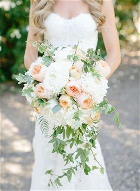matrimonio trend fiori: il bouquet da sposa diventa a cascata