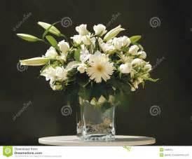 bouquet de fleur blanche dans le vase images stock image
