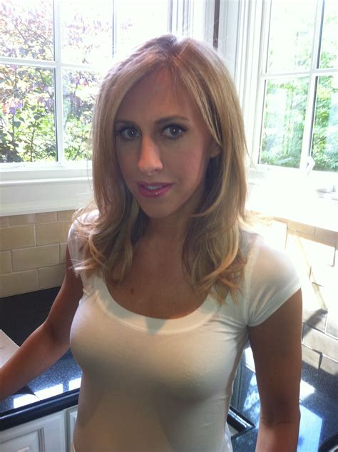 Author Emily Giffin by Pin By Nyssa Green On Makeup By Me