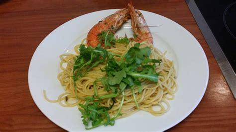 cucinare la rucola spaghettini con gamberoni e rucola cucinare it