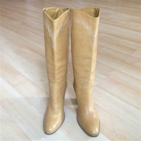 light brown cowboy boots 83 bcbgirls shoes light brown leather cowboy boots