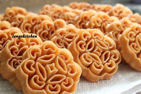 new year biscuits photos kitchen chaos beehive cookies kuih 蜂窝饼