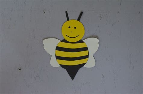 Crafts Made Out Of Construction Paper - a simple bumble bee craft for to make out of