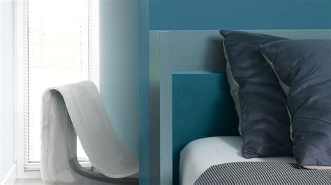 Charmant Chambre Blanche Et Bleu #3: choisissez-les-tons-bleu-canard-pour-une-chambre-propice-au-repos.jpg