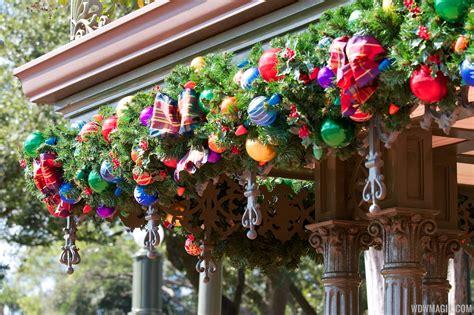 holidays decorations at the magic kingdom 2012 photo 12