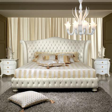 letti matrimoniali di design letto matrimoniale design classico in cuoio bianco decoro
