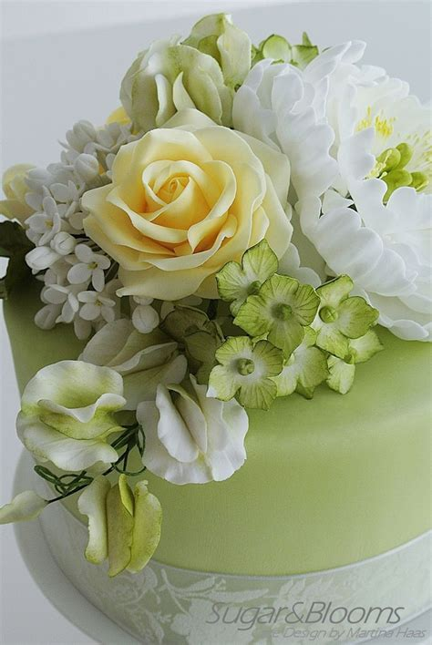 25  best ideas about Fondant flower cake on Pinterest