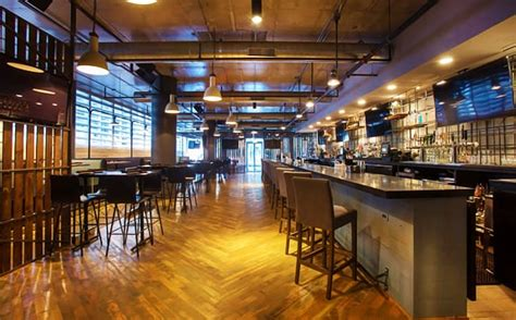 hi tops bar chicago hi tops bar chicago lincoln park 9 top highline bar lounge american traditional near