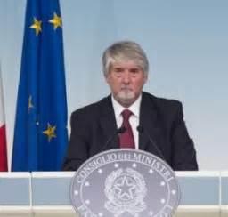 decreti consiglio dei ministri cdm approva decreti sul act poletti quot su controlli