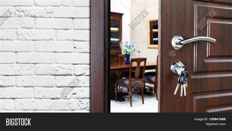 how to break into a locked bedroom door how to break into a bedroom door lock how to pick a lock