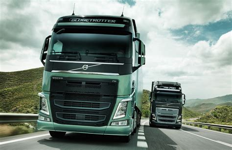 volvo truck video video find volvo s new semi truck stops itself just shy