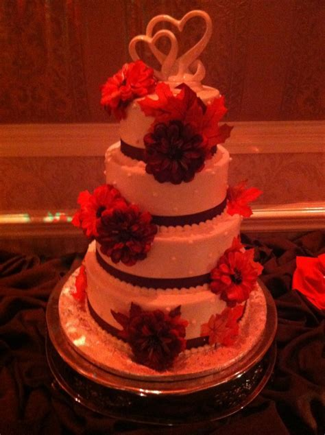 The Benefits of Decorating your Wedding Cake with Silk