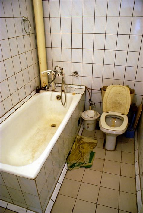 worst bathroom designs 13 things you do not want to see in your hotel room eww