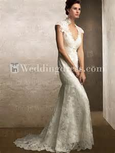 Charming vintage lace wedding dress to create romantic look
