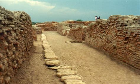Indus Valley Plumbing by The Lost Cities Of South Asia And The Far East Mohenjo