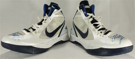 dirk nowitzki basketball shoes pair of dirk nowitzki signed mavericks worn nike zoom