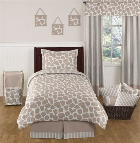 giraffe bedroom i found the cutest giraffe bedding