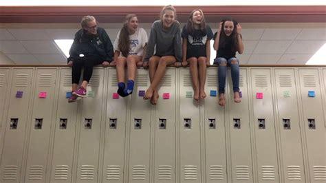 comfort high school students comfort grieving ohio high school with locker