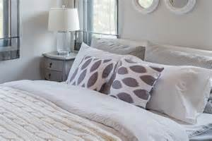 Light Comforter For Summer by 6 Ways To Bring The Light And Bright Of Summer Into Your