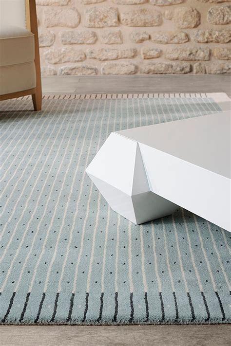 alfombra sobre moqueta alfombra exclamation de toulemonde bochart alfombras