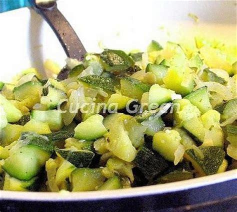 cucinare le zucchine in padella zucchine in padella veloci e leggere cucina green