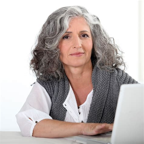 looking with grey hair how to make gray hair look good femside com