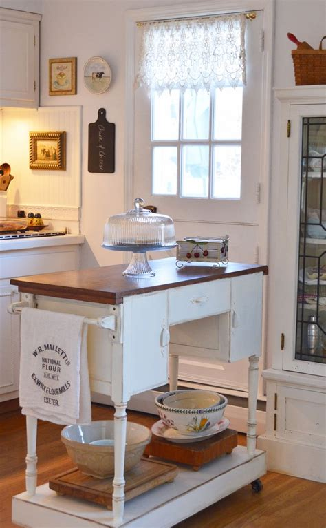 cottage style kitchen island best 25 cottage style kitchens ideas on pinterest