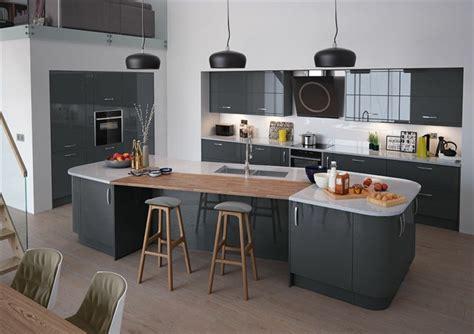 idee decoration cuisine photo cuisine avec plan de travail moderne en 65 id 233 es