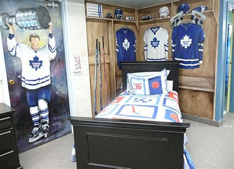 hockey bedroom decor hockey locker room bedroom theme home ice pinterest