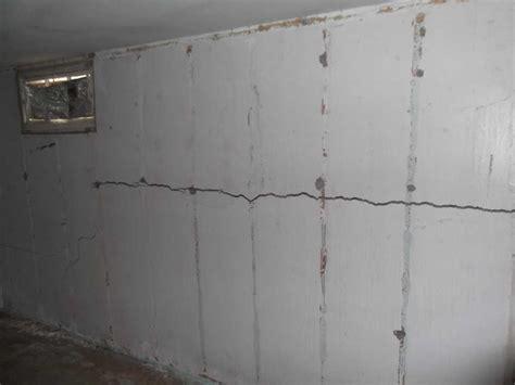 horizontal crack in foundation
