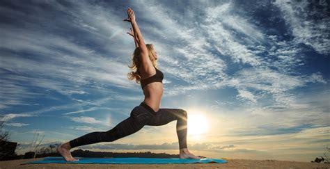 imagenes comicas de yoga conoce las 5 posiciones de yoga que te ayudar 225 n a tener un