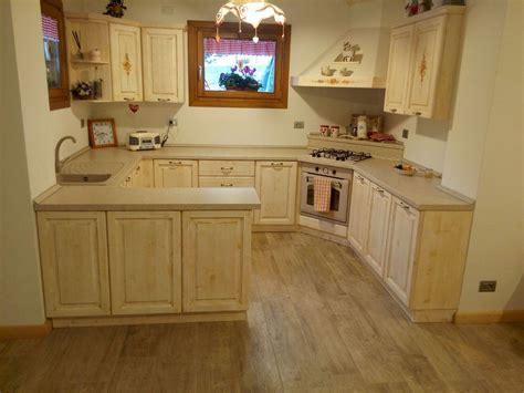 cucine in abete cucina pino e abete massello rigo ornella mobili