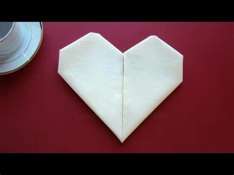 bettdecke zum herz falten servietten falten herz einfache tischdeko zum muttertag