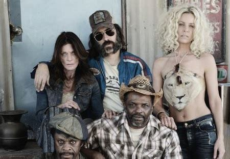 31 cast photo shows sheri moon zombie in character dread
