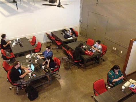 the common desk deep ellum common desk boosts business in deep ellum one startup at a