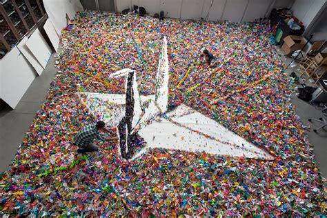 Japanese Crane Origami - origami crane made from 2 000 000 origami cranes a